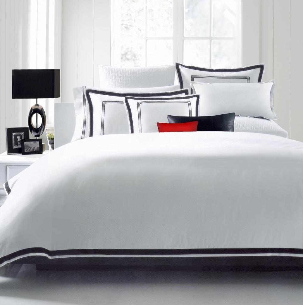 Hotel Luxury 3pc Duvet Cover Set- Elegant White/Black Trim Hotel Quality Design-Silky Soft- Wrinkle & Fade Resistant Bedding..Full/Queen