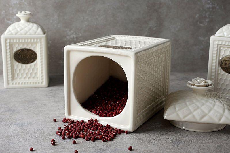 Flour Sugar Canister Set Treats Jar with Airtight Lids, Classic Vintage Design for Restaurant Decor, Ceramic, 3 Piece